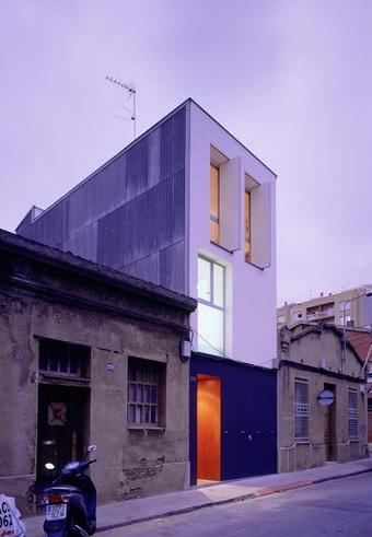 Дом 127 (Casa 127) в городе Сабадель (Sabadell), H Arquitecte