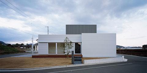 Джей-дом (J House) архитектурной группы Айсолейшн Юнит (Isolation Unit) и архитектора Йосуке Ичии (Yosuke Ichii) в Осаке