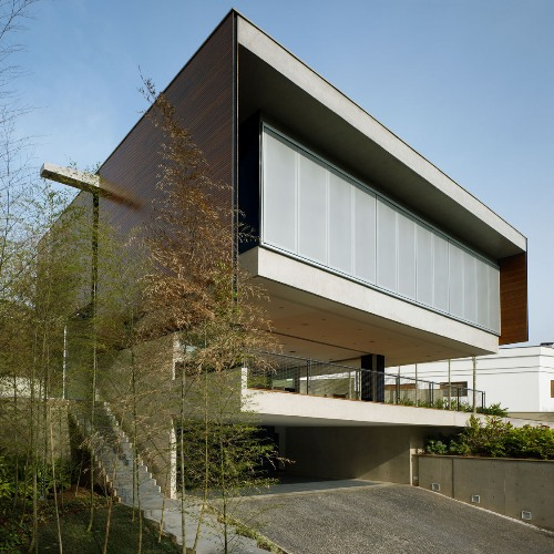 BV-дом (BV House) в Бразилии архитекторов Biselli + Katchborian architects