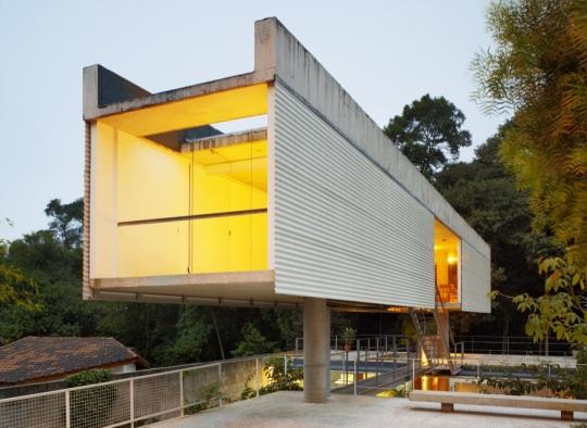 Дом в Карапикуйбе (Carapicuiba house) в Бразилии от Анжело Буччи (Angelo Bucci) и Алваро Пунтони (Alvaro Puntoni)