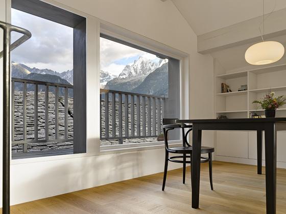 Реконструкция старого дома (Umbau Sott-Pare) в Швейцарии от Formzone