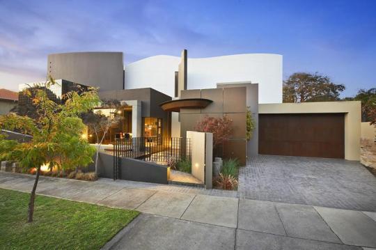 Blairgowrie Court Residence в австралийском Брайтоне от Frank Macchia