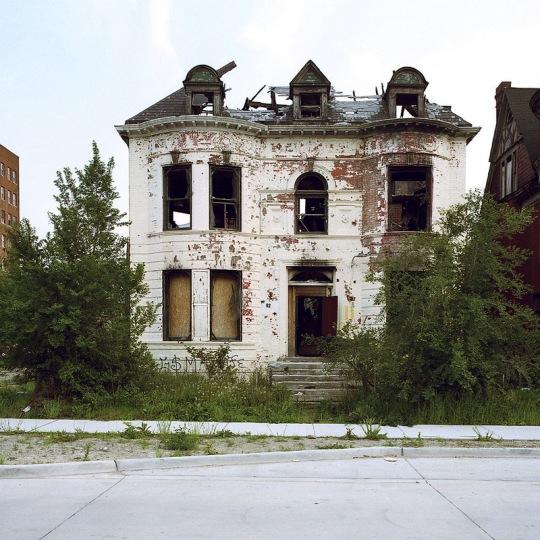 100 брошенных домов