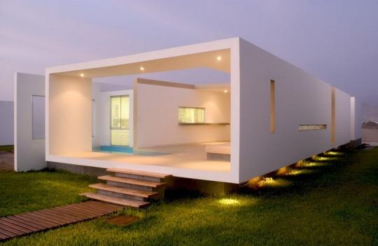 Дом на песочном пляже (Casa en Playa Las Arenas) в Перу от Хавьера Артади