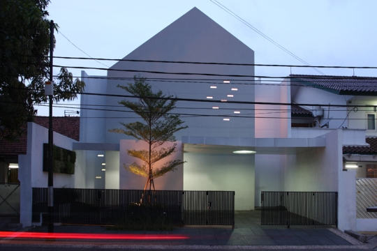 Приглушённый дом (Muted House) в Джакарте от Aboday Architects