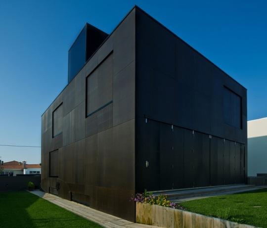 Дом в Вила Нова де Гайя (FFAT house) от Arquitectos An?nimos® и Paulo Teod?sio