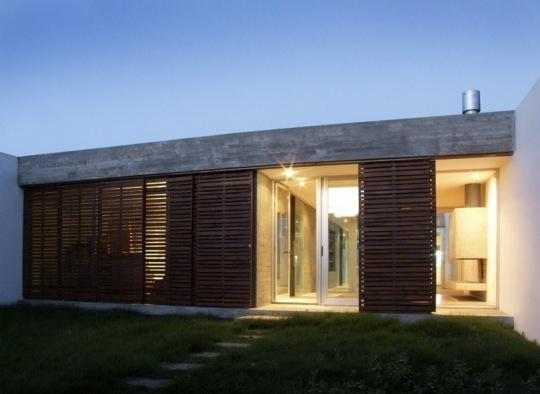 Дом восьми дворов (Casa Ochopatios) в Уругвае от estudio mu!!!