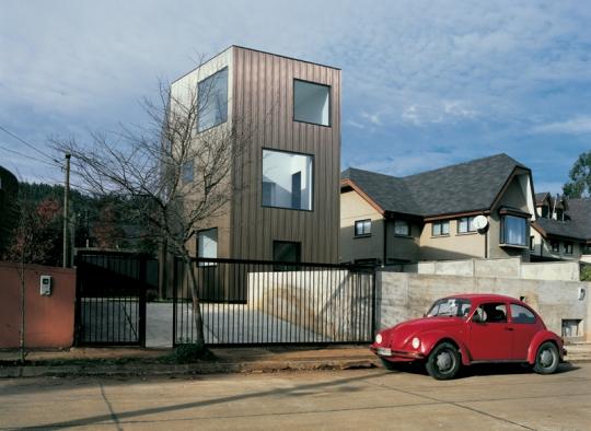 WOLF House в Чили от Pezo Von Ellrichshausen Architects