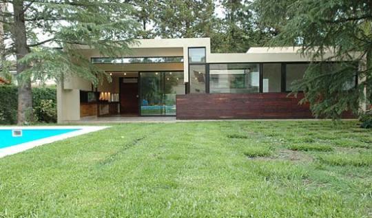 Дом в Пиларе (House in Pilar) в Аргентине от BAK arquitectos