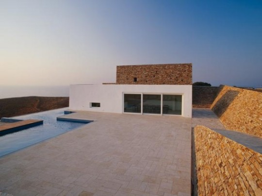 Кратер-дом (Krater House) в Греции от Deca Architecture