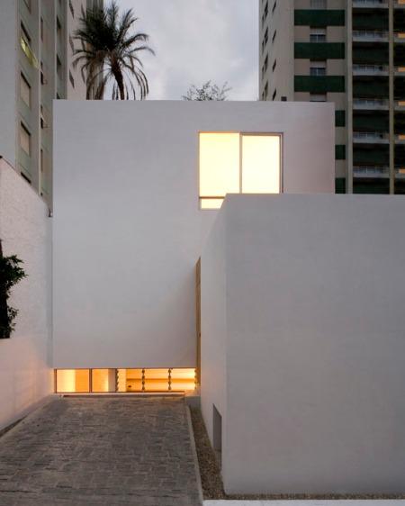 Дом-куб (Casa Cubo) в Бразилии от AR arquitetos