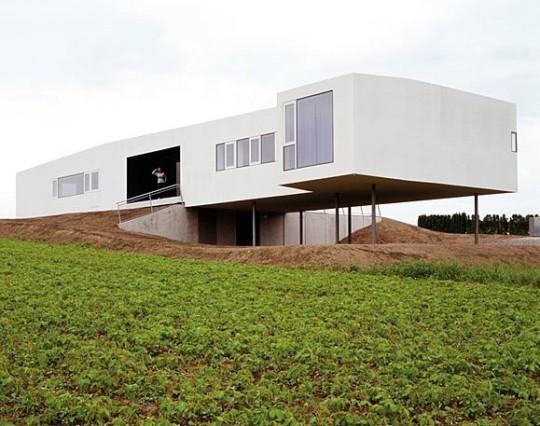 Космическая станция (Raumstation Irnharting) в Австрии от x architekten