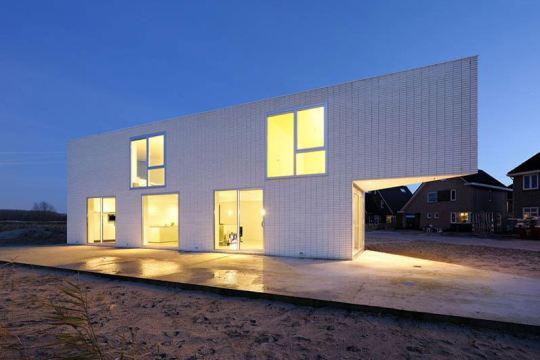 Треугольный дом в Голландии
