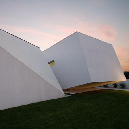 Дом из двух блоков в Португалии